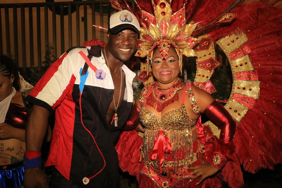 Picture with Belizean street artist in red outfit