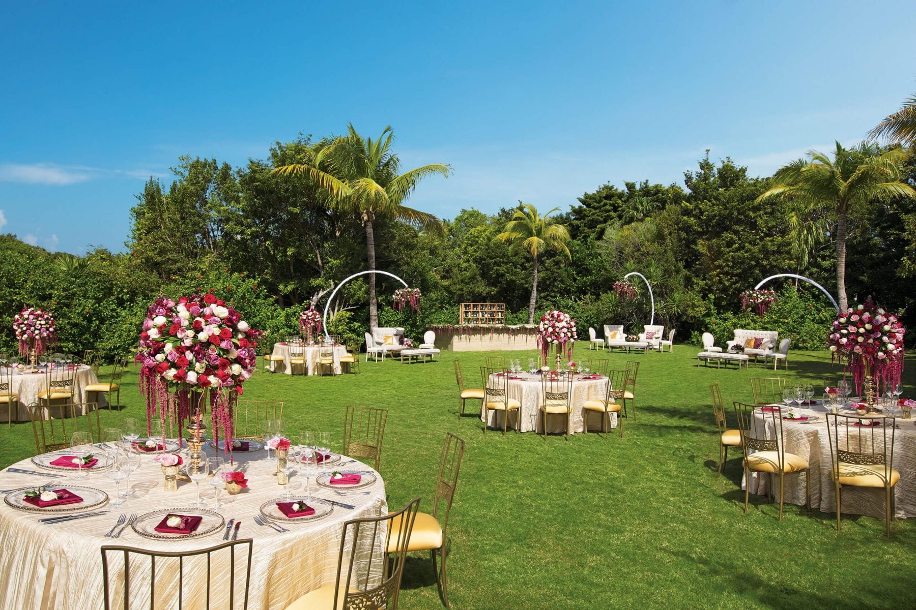 Wedding in reception Cancun garden location