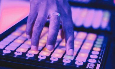 Feature DJ