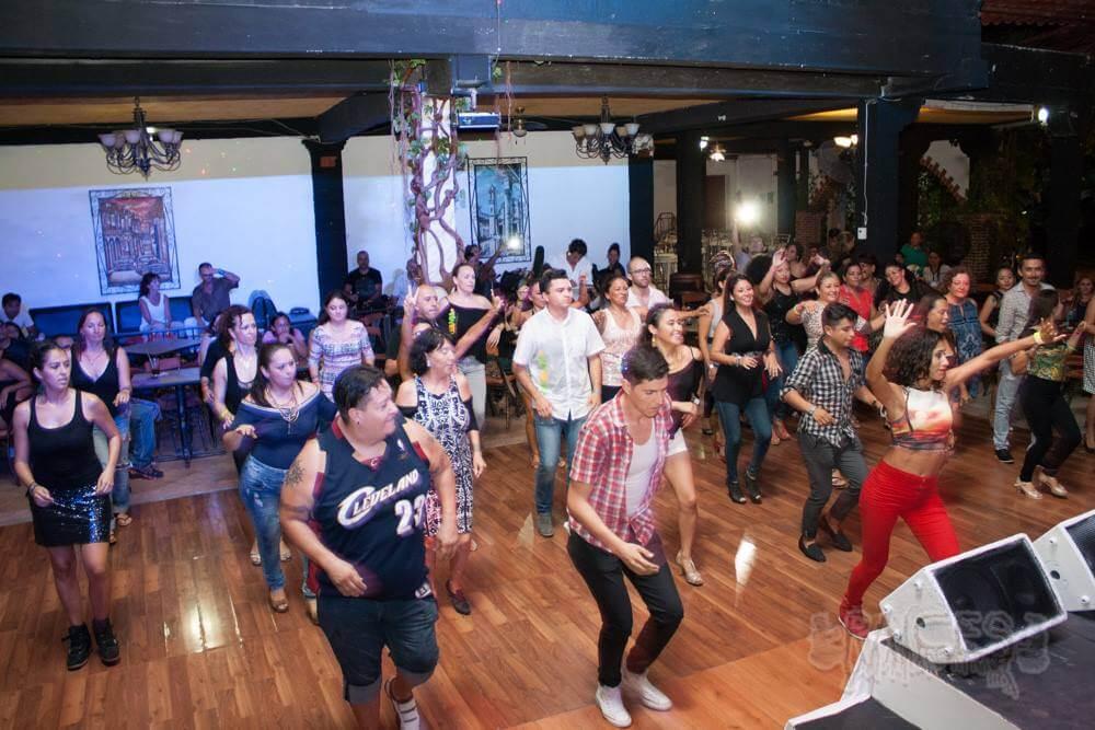 Salon Raices dance