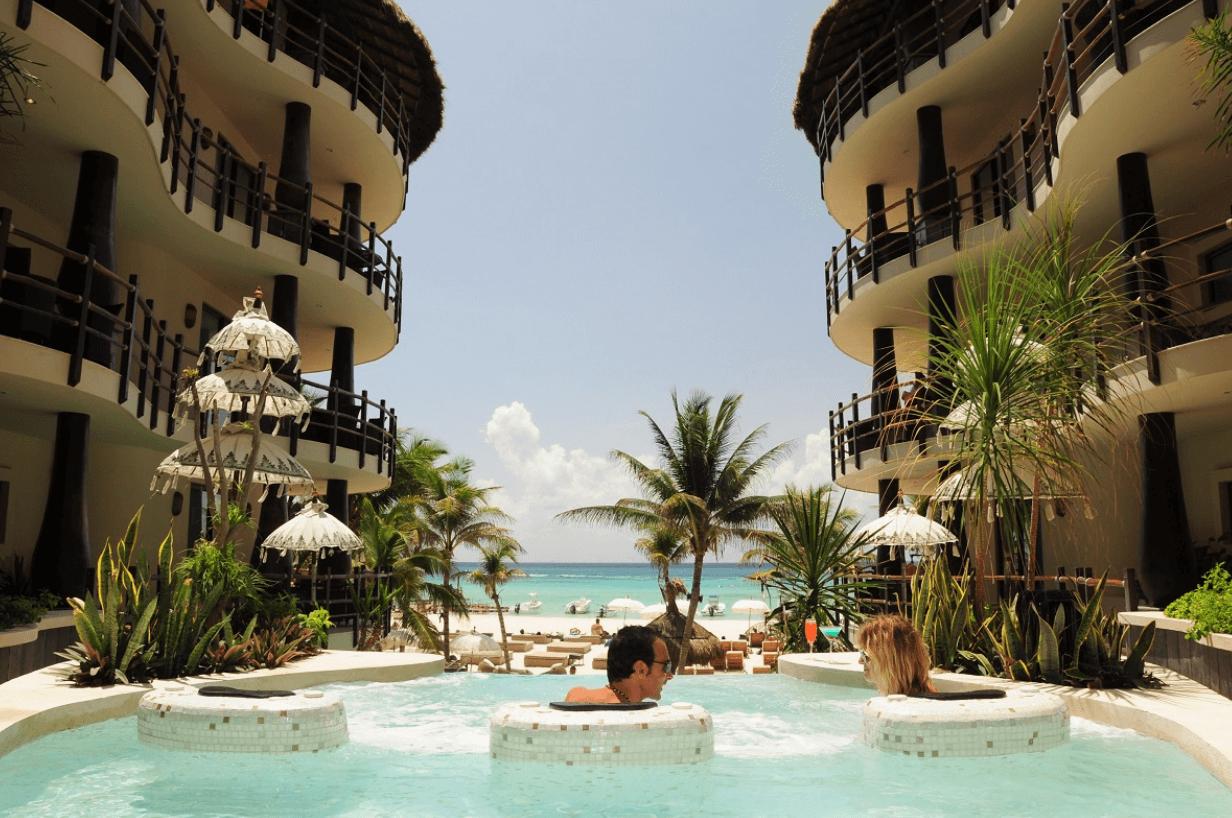 Condos in Playa del Carmen El Taj