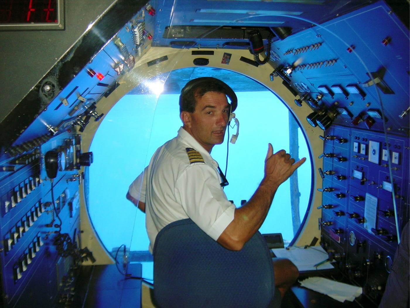Submarine pilot