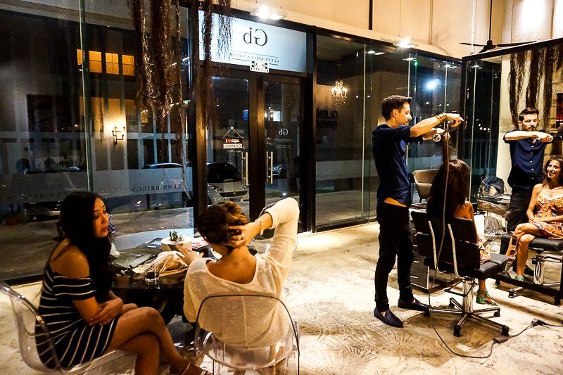 Glenn-Briggs giving a haircut at his Salon in Playa del Carmen
