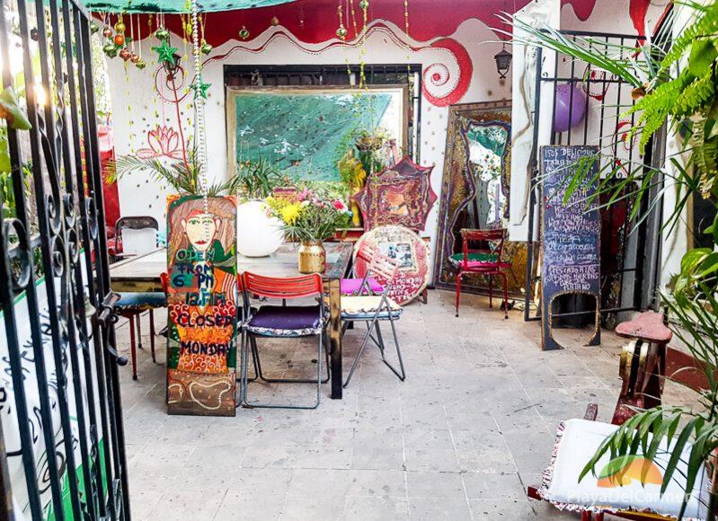 Le Lotus Rouge patio