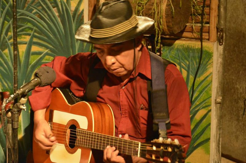 Person performing eclectic music at La Perla Pixan, located in Playa del Carmen
