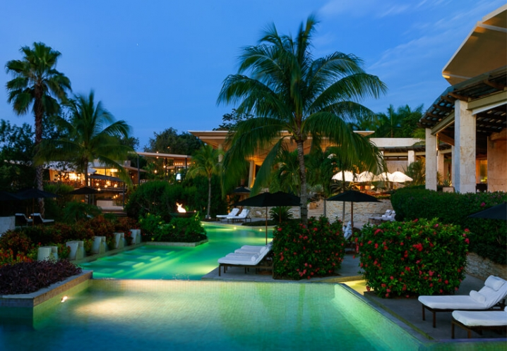 Rosewood Mayakoba at night