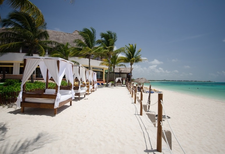 Located Minutes From 5th Avenue On A Lovely Stretch Of Beach The Reef Coco Is Charming Hotel
